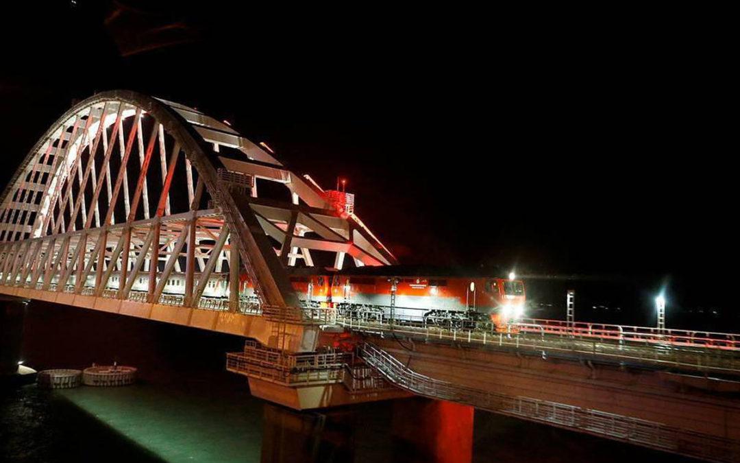 Premier train sur le pont de Crimée